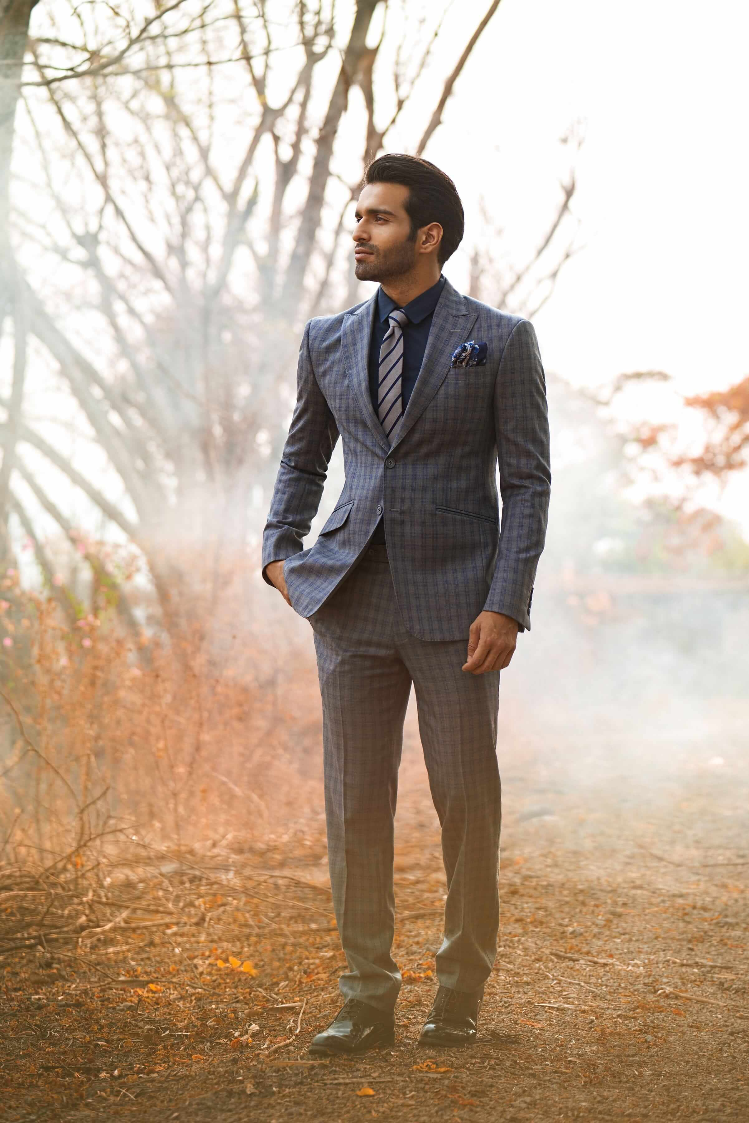 Two-button, single-breasted suit with a peak lapel and slant pocket detailing
